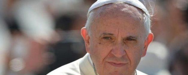 Via Crucis per le donne crocifisse, l'invito di Papa Francesco