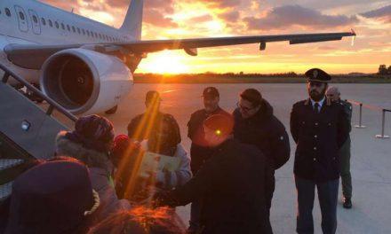 Salvati dai lager libici: 103 profughi accolti in Italia